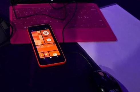 Windows 10 en smartphones permitirá tiles de doble tamaño y en vertical. He aquí la prueba